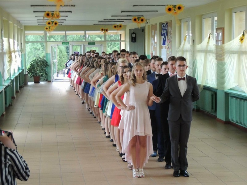 479d4d2e7c Arkadego Fiedlera w Rychwale po pokazie poloneza uczniowie rozpoczęli swój  pierwszy w życiu bal – Bal Gimnazjalny.